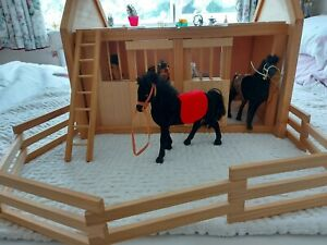 Beautiful toy wooden horse stables and 5 horses