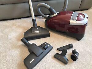 2200w Miele Cat & Dog Premium Vacuum Cleaner