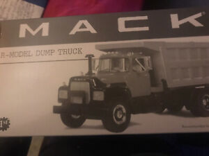 *NEW*  Mack R-Model Dump Truck Crossroads Collector Club First Gear 1:34 18-2498