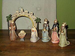 7 Piece Resin Nativity set -  Mary / Joseph & Baby Jesus, 3 Kings & Arch Setting