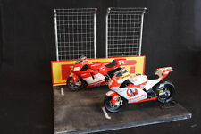 QSP Diorama 1:12 Starting grid with wall and 2 high fences (Pirelli)