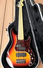BEAUTIFUL and NEARLY FLAWLESS FENDER AMERICAN DELUXE PRECISION BASS (2000)