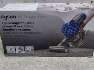 Dyson v7 Trigger Pro Handheld Vacuum Cleaner - Blue - used