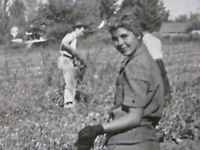 '30s CALIFORNIA FARM GIRLS HARVEST w MACHETES lg Photo HISPANIC VTG SHARECROPPER