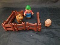 Lot of 9 Pieces ERTL John Deere Fun on the Farm Animals Farmers Fence Toy Set