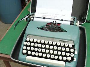 Vintage 1960's Smith Corona Sterling Manual Typewriter w Hard Case