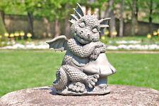 Gartendrache sitzt neben Pilz Drachenfiguren Drache Deko Figur Fantasy Gargoyle