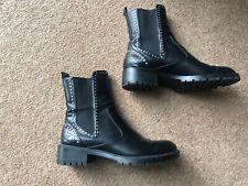 Zara Cuero Negro Tachonado Chelsea Biker Boots 37 Reino Unido 4 agotado suelas de pista