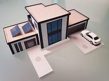 Wohnhaus Stadtvilla Luxusvilla 1:87, mit Solarzellen und Garage, Kartonbausatz