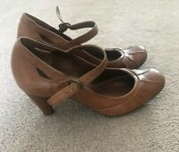 CLARKS TAN LEATHER STRAP SHOES SIZE 6 HEELS