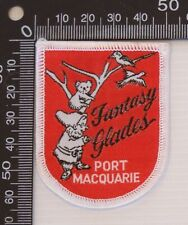 VINTAGE FANTASY GLADES PORT MACQUARIE EMBROIDERED SOUVENIR CLOTH SEW-ON BADGE