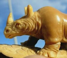 Nashorn , Rhino , geschnitzt aus einer Tagua - Nuss !