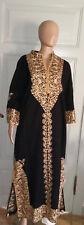 Takschita Kaftan Dfin Abendkleid schwarz mit langem Arm Gold verziert edel