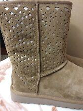 UGG Women FLORA Chestnut Suede Boots Classic Short NWB Size 9