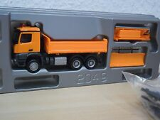 Herpa - MB Arocs Allrad-Kipper m. Räumschild + Sreuaufbau - orange - 302760 1:87