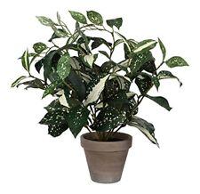 Fiori e piante finte in vaso verde per la decorazione della casa
