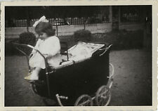 PHOTO ANCIENNE - VINTAGE SNAPSHOT - ENFANT LANDAU MODE DRÔLE - BABY CARRIAGE