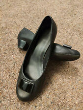 Clarks women's black low heeled leather shoes size 8 / EU 42 - Used