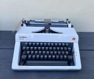 Vintage Olympia Monica Typerwriter Made in UK Hard Case Tested & Working
