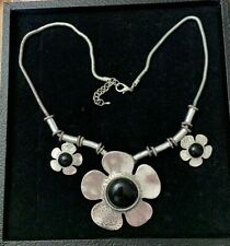 """Silver Tone Necklace with Flower Pendants and Black Centers 21"""""""