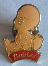 Babies Sticking Out Toungue Small Pin Badge Rare Vintage (E8)