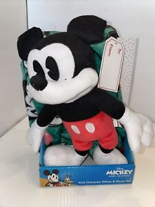 D32 Mickey Mouse And Friends Throw and Knit Pillow Plush Set Hugger Christmas