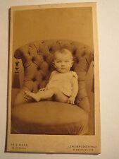 Zweibrücken - auf einem Sessel sitzendes Baby - kleines Kind - Portrait / CDV
