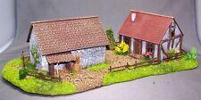 Modellbau-Gelände 1/87: H015062 Geländestück Bauernhof mit 2 Geb. (Fertigmodell)