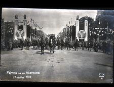 PARIS / Défilé MILITAIRE , OFFICIER à CHEVAL à la FETE DE LA VICTOIRE en 1914