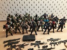 33 Stück Chap Mei Soldaten Action / Police Force Figuren und Waffen