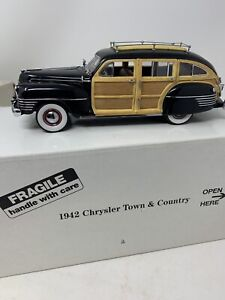 Danbury Mint Diecast 1942 Chrysler Town & Country Black Woody w/Box Papers 1:24