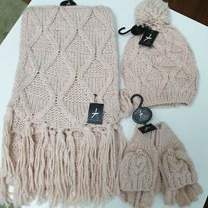 Ladies Cable Knit Hat Scarf and Fingerless Gloves Mitten Set Blush Pink BNWT.