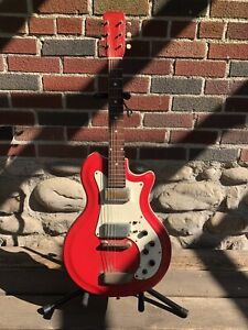 Vintage Airline Res-o-glass Guitar Red 1965