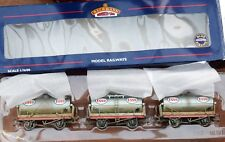 OO GAUGE BACHMANN 37 668 SET 3  ESSO TANK WAGONS WEATHERED