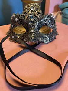 Gold Masquarde Mask With Crystal Detail