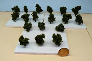 Z SCALE - HAND CRAFTED TREEZ - Medium Green - Correct Sized for Z Scale -18 Pack
