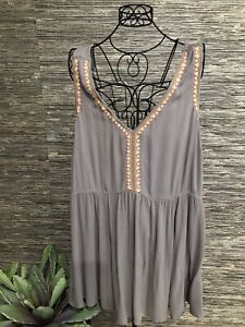 Torrid 4 Sleeveless Top Blouse Gray Embroidered #96