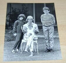 Britt Ekland With Her & Peter Sellers Children Original Vintage News Press Photo