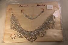 parrure en strass sur couleur argent collier, boucles d'oreilles,bague bracelet