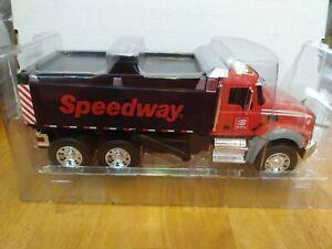 First Gear Speedway DuraStar 1:24 Fire Truck with Lights and Sounds