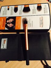 Real Techniques By Sam & Nic Chapman Core Collection Pointed Foundation Brush