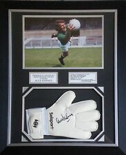 Alex Stepney Signed Manchester United Goalkeeper Glove & Photo Framed AFTAL #175