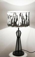 Lampenschirm Die Lampe setzt einen geschmackvollen Lichtakzent in Ihrem Wohnambi