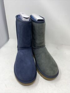 Ugg Womens Classic short Navy  Boots Size 7 #1016223 (bb302)