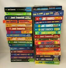 Lot 32 Janet Evanovich STEPHANIE PLUM Novels 1-24 (missing #15) + 8 extras