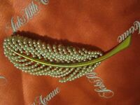 """Amazing 3 1/4"""" FEATHER LEAF DESIGN Brooch Yellow Gold Plate w/ Wired Pearls LQQK"""