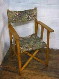 VINTAGE BEECH FOLDING DIRECTORS CHAIR WITH FISH POND DESIGN.
