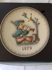 1979 M.J. Hummel Annual Plate Singing Lessons Plate in Bas-Relief w/Box