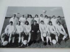 DUNSTABLE TOWN FC 1974 INC MAN UNITED LEGEND GEORGE BEST + JEFF ASTLE BARRY FRY