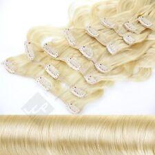 Gewellte Haarverlängerungen mit Goldblond